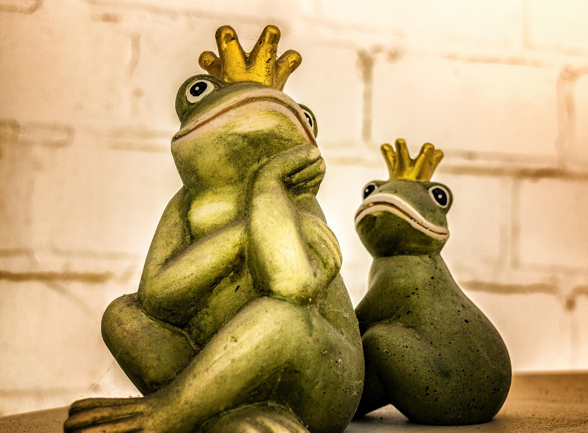 Partnerschaft Frosch Statuen
